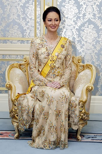 Zara Salim Davidson, the new Crown Princess of the Malaysian state of Perak, She married Crown Prince Dr. Nazrin Shah of Perak on May 17, 2007