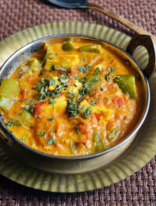 Here is a rich and creamy gravy,with paneer and capsicum cubes.Paneer capsicum recipe,restaurant style.