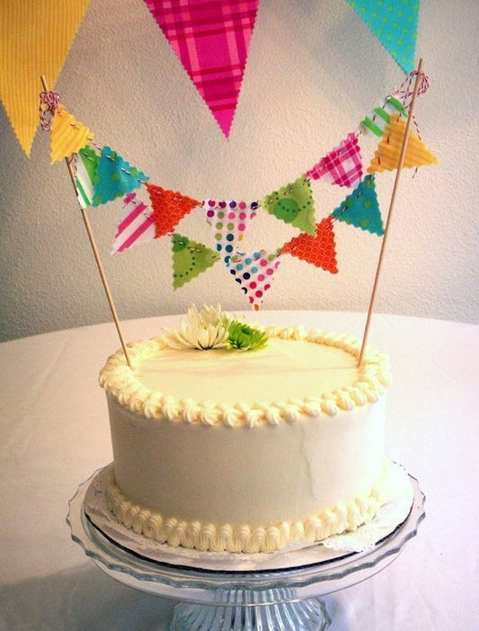 Yellow frosting paired with colorful bunting!...swoon: Cake Banner, Cake Bunting, Buntings, Cute Cakes, Birthday Cake, Simple Cake, Party Ideas
