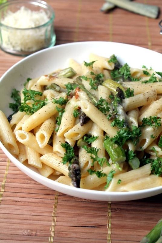 Penne carbonara with the flavour of wine, roasted garlic and manchego cheese in every bite