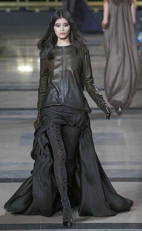 Desfile de Stephane Rolland. París. Fotos, crónicas, diseñadores y modelos de todos los desfiles de la pasarela de Alta Costura Otoño-Invierno 2010-2011. Alta Costura - Otoño-Invierno.