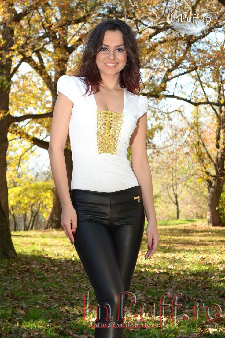 Pantaloni negri tip colanti  colanti din licra spatele si ecopiele fata accesoriu auriu in talie talie joasa elastic lat in talie