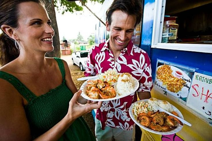 Garlic shrimp served on the side of the road is a signature dish in Kahuku on Oahu. Photo: Tor Johnson, Hawaii Tourism Authority