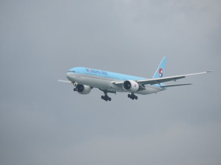https://flic.kr/p/VVDdxR | HL8209 | Type: passenger jet Airlines: korean air Manufacturer: boeing Boeing 777 777-300 777-300ER 777-3B5ER 77W F   C    Y    Total 8   56    227   291 2x GE GE90-115B msn: 37646 LINE: 875 First flight: 23 may 2010 Production site: Everett (PAE) Test registration: N1794B Delivered date: 09 jun 2010 Flight: KE613 From seoul (ICN) Painted children's drawing contest special colours oct 2014- oct 2016