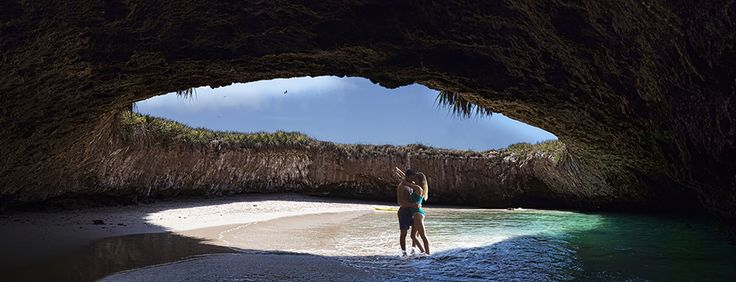 isole marieta, spiaggia nascosta in una caverna