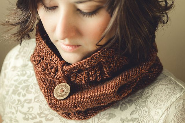 Ravelry: Clary Cowl pattern by Sara Gresbach