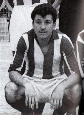 Μουστακλής Θέμης. Βόλο. (1934-1958). Επιθετικός. Από το 0953-1958. (54 συμμετοχές 23 goals).