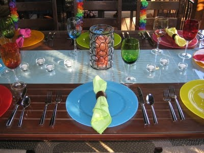 We love all the fun bright colours on this table!!