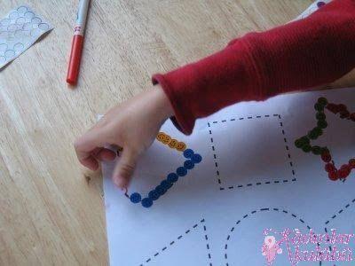 parmak boyası el izi yapılan sanat etkinlikleri okul öncesi ile ilgili görsel sonucu