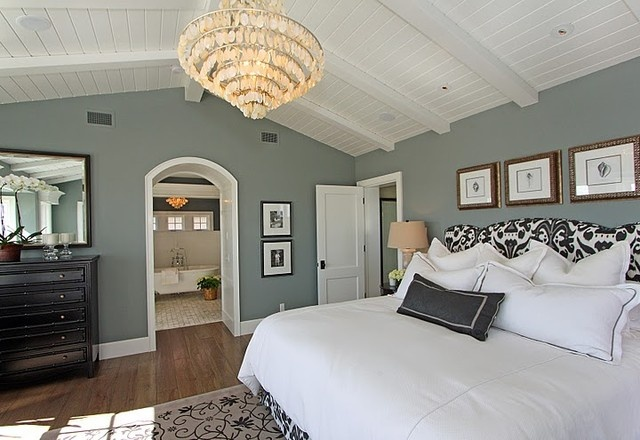 Sherwin Williams Comfort Gray love this color for a bedroom