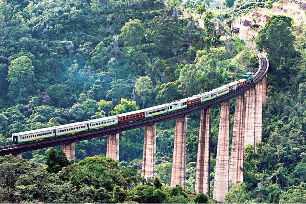 A Estrada de Ferro Vitória a Minas (EFVM), da Vale, opera o único trem de passageiros diário no Brasil e liga Vitória, no Espírito Santo, e Belo Horizonte, em Minas.