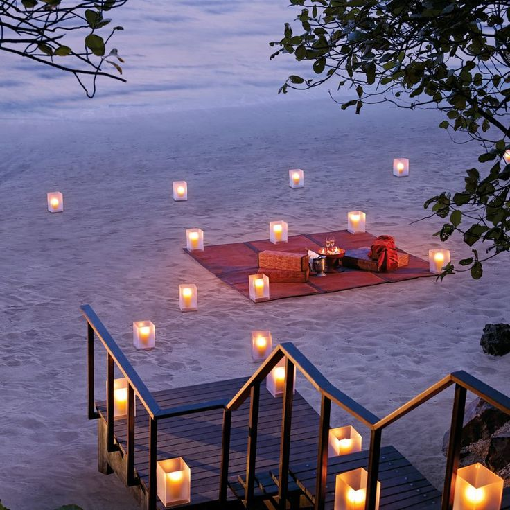 a romantic date on the beach <3 Oh my goodness, I hope my man does this for me at least once in our lives.