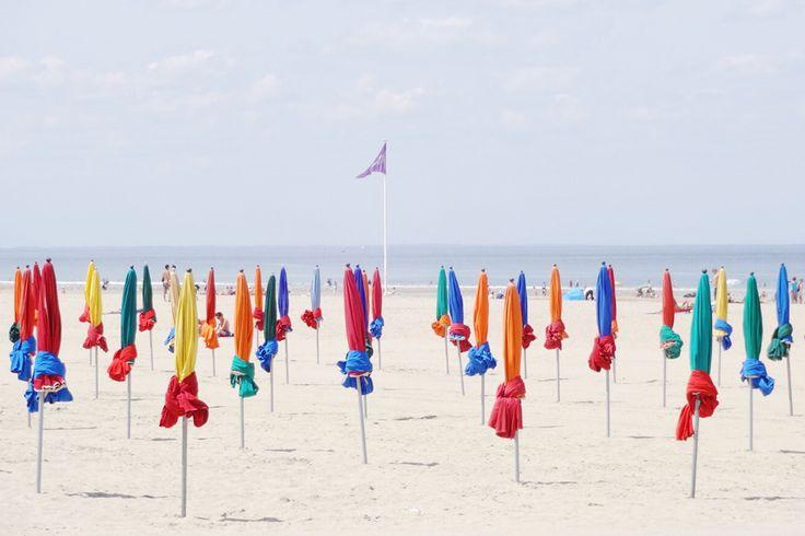 Les parasols à Deauville, France