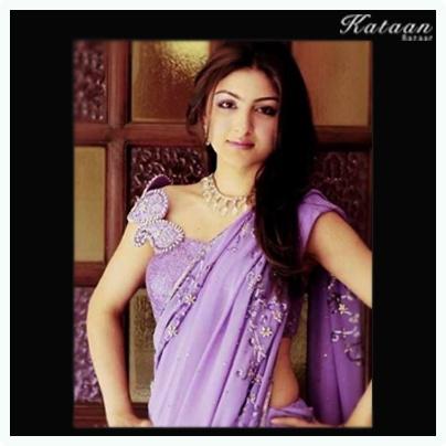 #Soha in a beautiful purple saree