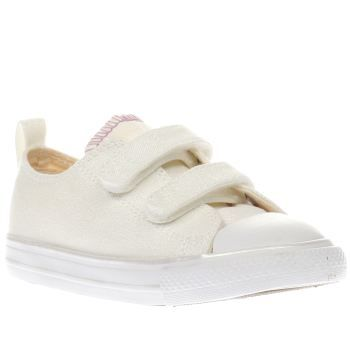 Converse Natural All Star Ox 2v Girls Toddler Sparkly beauts arrive for your little princess, in the form of the Converse All Star Ox 2V. The kids trainer features a glittery natural coloured fabric upper, along with touch fastening straps for ea http://www.MightGet.com/january-2017-13/converse-natural-all-star-ox-2v-girls-toddler.asp