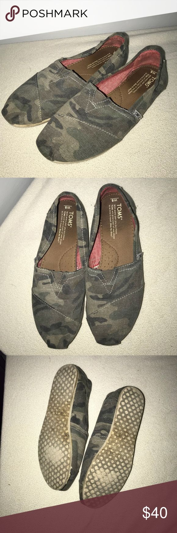 Women's Camo Toms •Women's •Size 8 •Camo Print •bottoms are dirty, but could be cleaned up easily •Only selling because I never wear them anymore •Open to offers! Toms Shoes Flats & Loafers