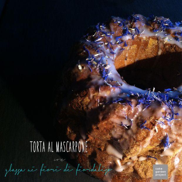 CAKE al mascarpone con glassa ai fiori di fiordaliso