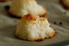 Einfaches Rezept für Kokosmakronen ohne Zucker Zusatz. Mit hochwertigen BIO Kokosraspeln.