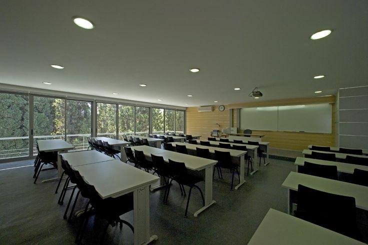 Pormenor de sala de aula da Universidade Lusíada de Lisboa. (Fotografia de José Manuel Costa Alves, 2005)
