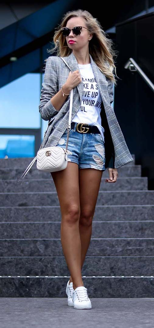 Casual Summer Outfit with Zara Blazer, destroyed denim shorts, statement shirt, white Tommy Hilfiger Sneakers, Gucci Belt, Prada Sunnies and white Gucci Marmont Bag - Streetstyle, Style, Look, Outfit, Sommer, casual, chic