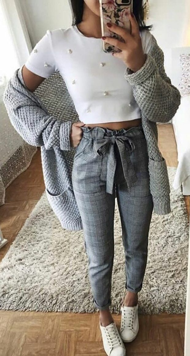 #spring #outfits woman wearing white short sleeved crop shirt with cardigan and gray high-waist pants. Pic by @zara__streetstyle