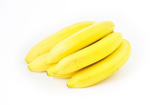 potassio banana potassio banana Oltre alle famose banane, contiene molto potassio anche la frutta secca: mandorle e noci, ma anche albicocche e banana disidratata. Sono ricche di potassio anche le arance, le patate e il kiwi. Vi proponiamo quindi una utile tabella, che riassume i tipi di frutta più ricchi di potassio in cui indichiamo, di seguito, i mg di potassio contenuti in 100 gr di prodotto: Albicocche, disidratate 1260 Pesche, disidratate 1229 Fichi, secchi 1010 Albicocche, secche 979…