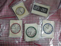 Heel veel download materiaal voor kloklezen op deze site! http://www.sparklebox.co.uk/maths/shape-space-measures/time/#.UtGMv7R60Rt