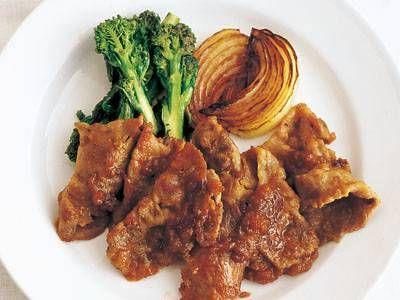 [ケンタロウ] 豚肉のしょうゆ炒め|みんなのきょうの料理 ・豚薄切り肉 (肩ロース) 200g ・たまねぎ 1/2コ ・菜の花 1/2ワ 【合わせ調味料】 ・しょうゆ 大さじ1 ・みりん 大さじ1 ・にんにく (すりおろす) 1かけ ・しょうが (すりおろす) 1かけ ・サラダ油 ・塩 http://www.kyounoryouri.jp/recipe/3694_豚肉のしょうゆ炒め.html