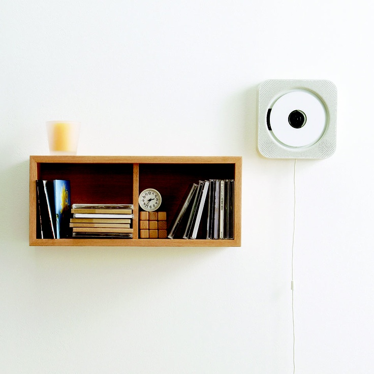 MUJI home electronics has been developed to fit in with your everyday life, like this favourite functional CD player