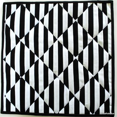 Black and White #2, optical illusion, art quilt