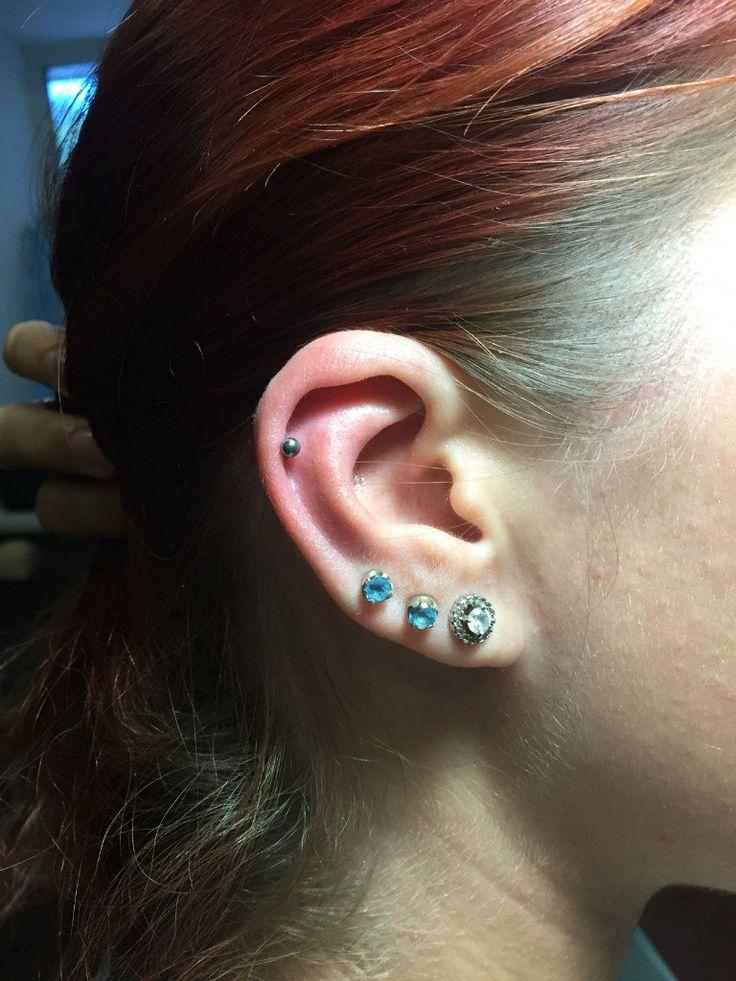 Helix piercing (titanium labret, cartilage jewelry) #helix #piercing #piercings #earpiercings #earjewelry #helixjewelry #ideasforearpiercing Пирсинг Хеликс #пирсинг #пирсинг хряща #хеликс #серьги #пирсингуха #пирсингушей #красота #идеидляпирсингауха