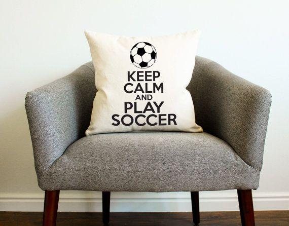 Bewahren Sie Ruhe und spielen Sie Fußball-Kissen