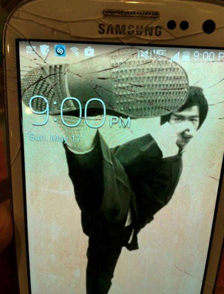 ヒビ割れた液晶画面もこれでオッケー!ヒビを有効活用したスマートフォンの待ち受け写真19枚 - 小太郎ぶろぐ