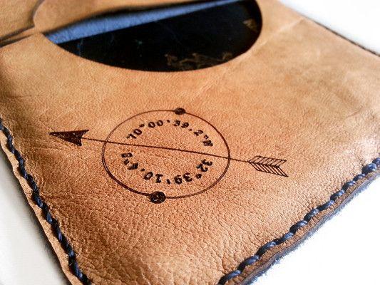 Porta Pasaporte para pasaportes, tarjetas, papeles y billetes, personalizado con las coordenadas de tu lugar preferido!
