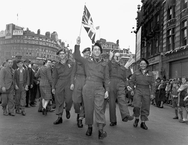 Canadian soldiers celebrating V-E Day, Piccadilly Circus, London, England, 8 May 1945. #vintage #1940s #WW2