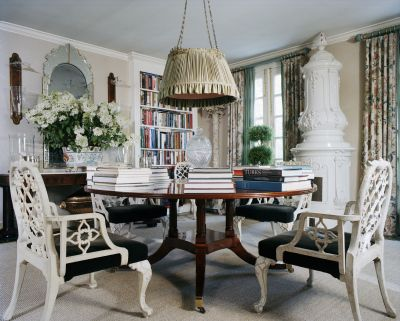 DESIGNERS HOUSES A Look At The Sophisticated Country Home In Kent Connecticut With Fashion And Homewares Designer Oscar Annette De La Renta