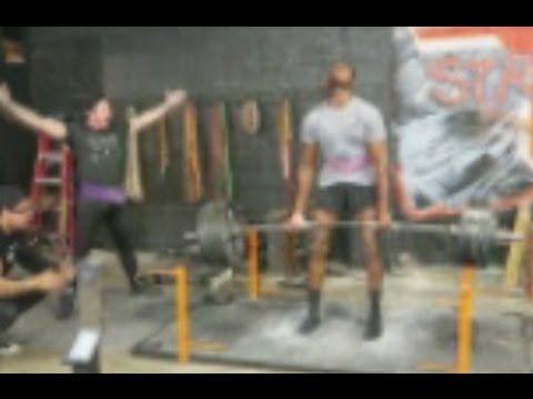 Jon Jones deadlifting 545 pounds from the floor