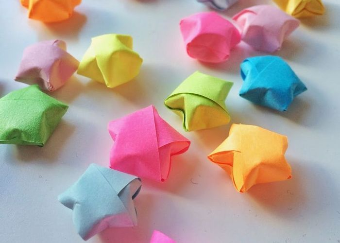 幸せを呼ぶと海外で大人気♡折り紙で作る『ラッキースター』のアイデアまとめ*のトップ画像