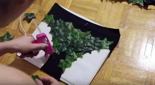 Awesome DIY Poison Ivy Costume, check it out at http://diyready.com/diy-poison-ivy-costumeIvy Costume - leaves