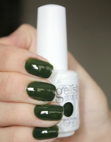 This Johnny Green Gelish Soak-Off Fel Polish applies like polish and cures in a LED lamp in 30 seconds. Stays on up to 3 weeks.