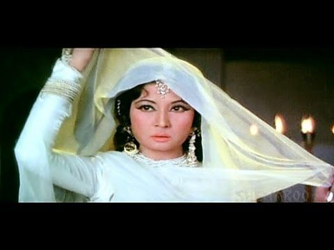 ▶ Aaj Hum Apni - Meena Kumari - Raj Kumar - Pakeezah - Ghulam Mohammed - Old Hindi Song - YouTube