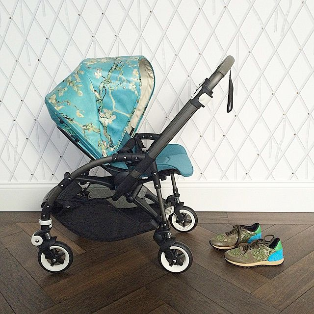 Lovely pic of the Bugaboo + Van Gogh Bee3 by Instagrammer @bureau77 . This Van Gogh Bee3 looks so sophisticated paired with that modern diamond wallpaper and chevron wood floor. #bugaboo #bugaboovangogh #ellaandelliot