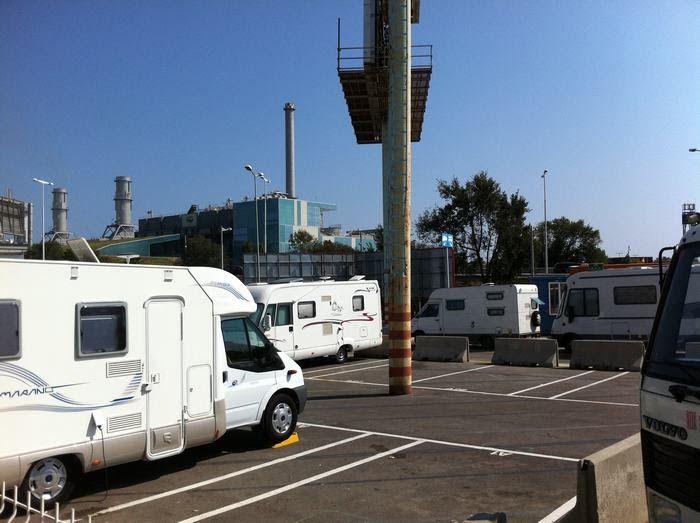 PARKING DE AUTOCARAVANAS EN BARCELONA          En la zona del fórum de Barcelona tenemos un parking para autocaravanas que me gustaría com...