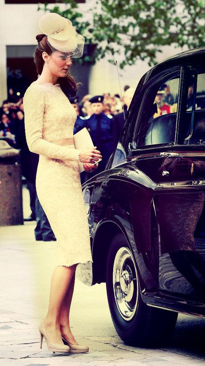 I want this dress,doesn't Kate Middleton look perfect in everything she wears?