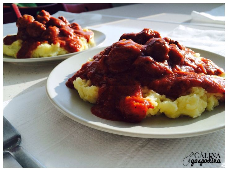 Chifteluțe marinate // Spicy sauce meatballs