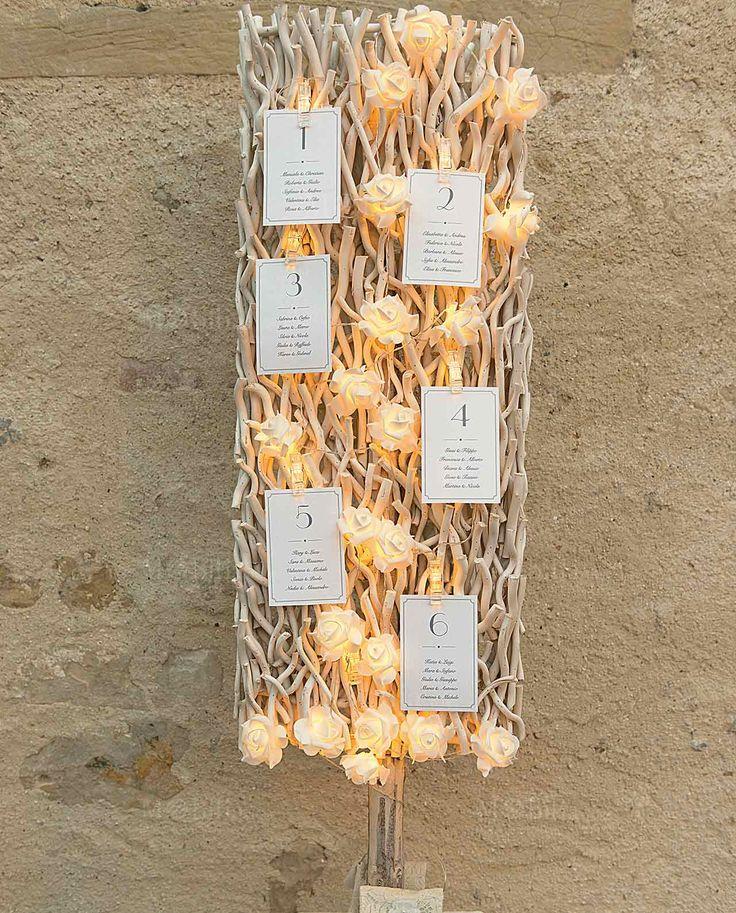 Eleganti Pannelli in Legno Bianco, realizzati dalla prestigiosa azienda Cartai Bassanesi, ideali per Allestimento Matrimonio. Adatti a svariati contesti, meglio se in un ambiente country o Shabby Chic, regaleranno alle stanze un clima particolarmente caldo e confortevole. Il Matrimonio rappresenta il momento clou del romanticismo, e un accessorio come questo non può che rendere la tua location per il ricevimento un nido intimo e accogliente.