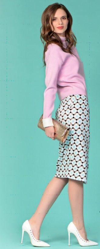 Сиреневая юбка, бирюзовая блузка, белая сумка, белые туфли