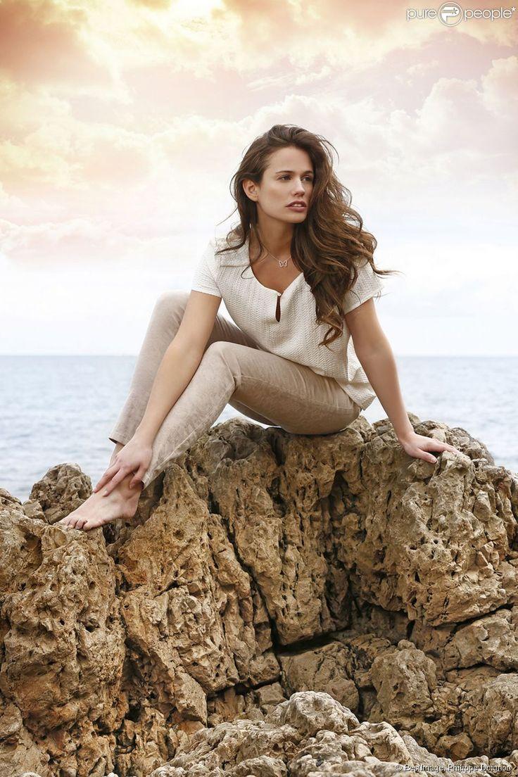 Lucie Lucas (Clem) : La bombe joue les mannequins à Antibes pour Antonelle !