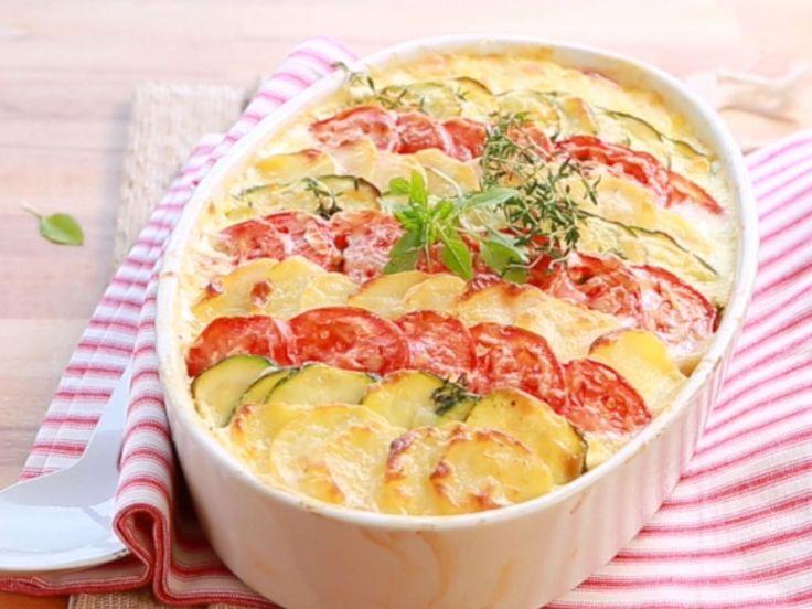 Regardez la recette du gratin du sud, pommes de terre, courgettes et tomates olivettes