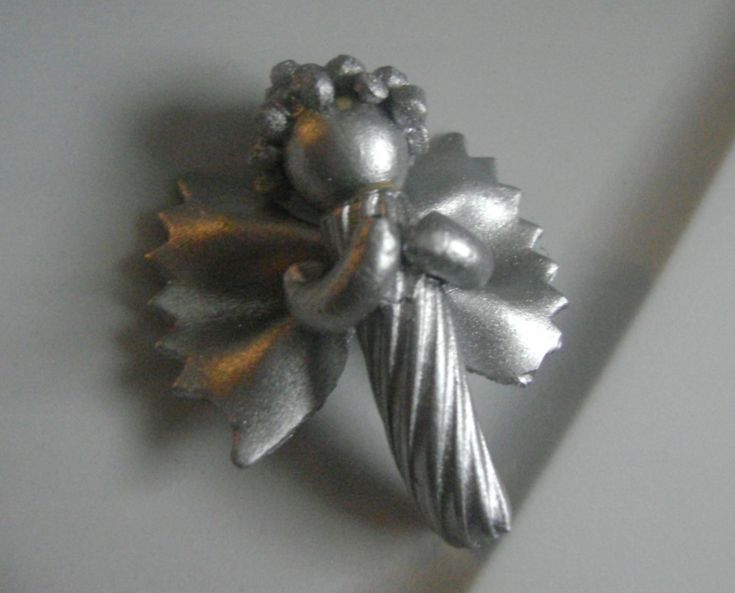 Noodle Angel Ornaments Would be cute for a small tree....I usually won't fool with noodle crafts lol   This looked like real silver when I scanned past so?   Pinned for that!  Not so sure what it would look like IRL